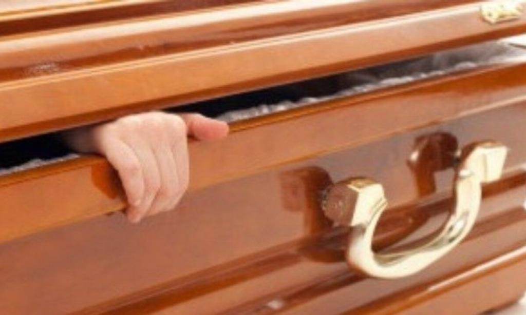Giấc mơ thấy người chết trong quan tài sống lại là một điềm báo xấu